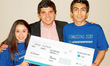 Los ganadores de AprendoEmprendo. Foto de La Tercera.