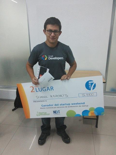 René Polo cuando ganó el segundo lugar en Startup Weekend.