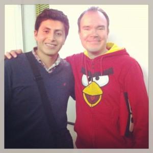 Héctor Arévalo (a la izquierda) quiere aprender a programar en PulsoInstitute.