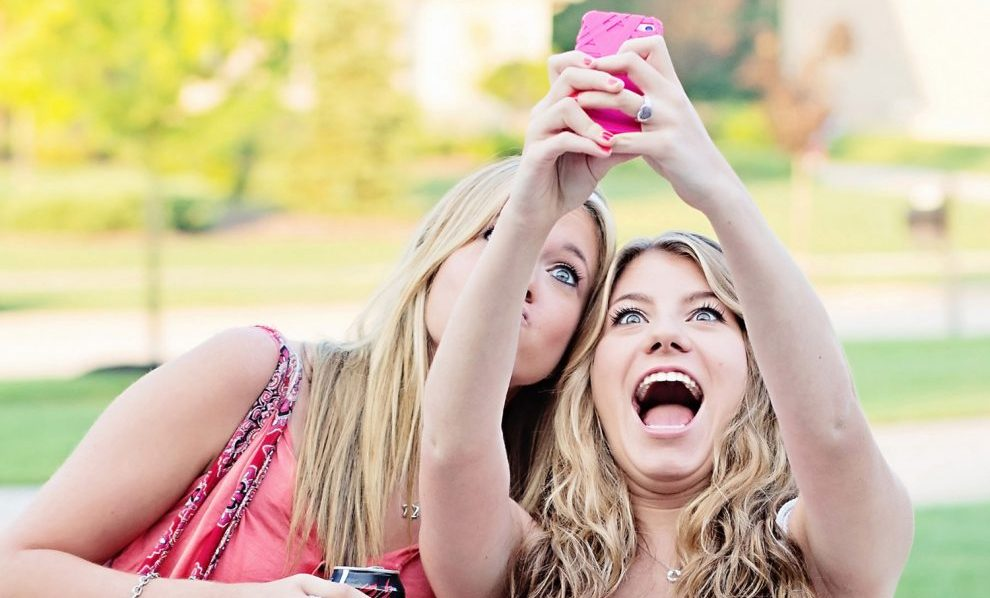snapchat-women-selfies-user-customers-consumers-marketing
